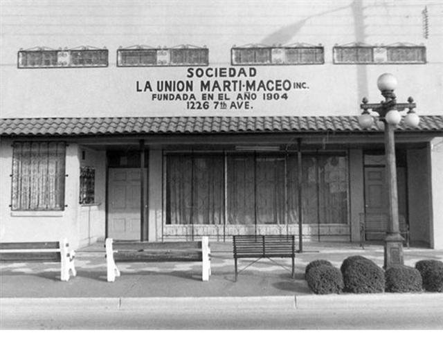 Sociedad La Union Marti-Maceo Storefront photo with empty benches and a lightpost
