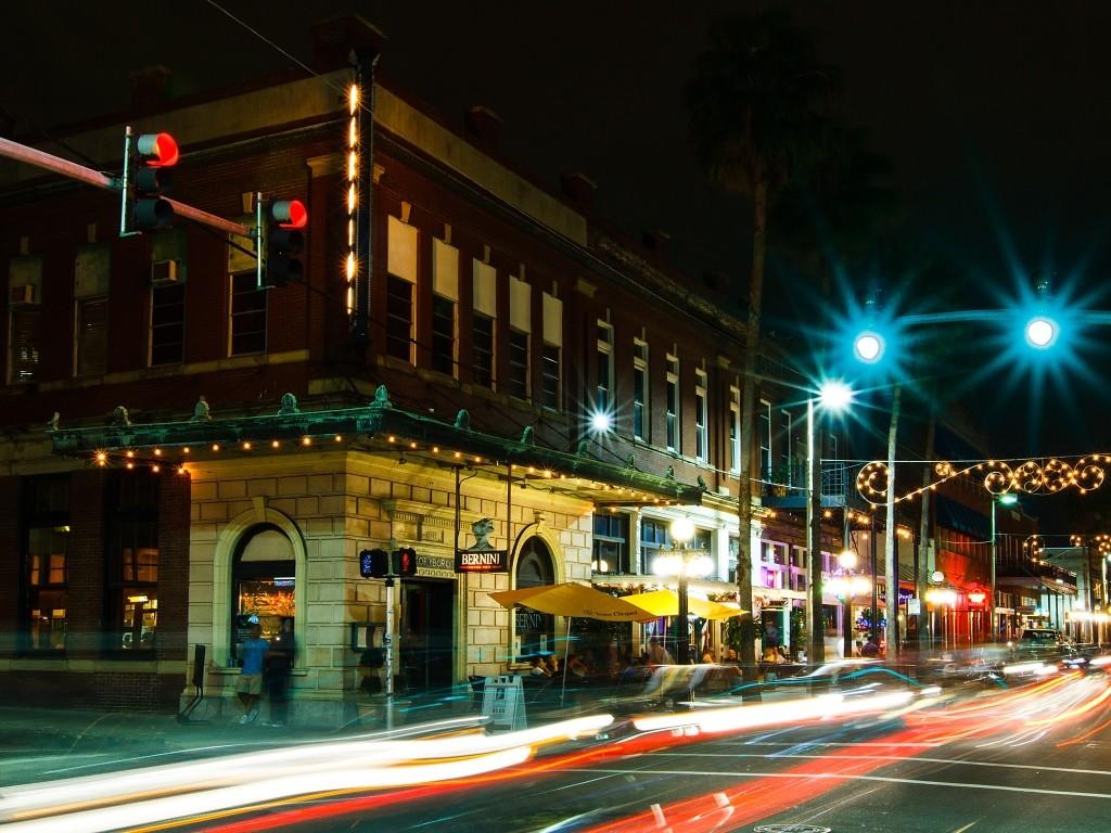 exterior of Bernini Restaurant at night