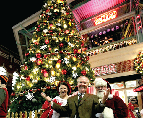 Mayor Bob Buckhorn with Santa in front of the Christmas tree in Centro Ybor